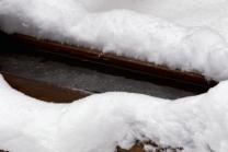 Brunnen in Igls im Winter / Quelle