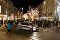 Polizeiauto mit Blaulicht in der Maria-Theresien-Straße, Innsbruck