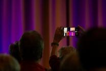 Eröffnung der Igler Art / Smartphone, Handy