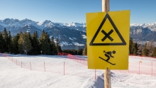 Kreuzung zweier Skipisten / Patscherkofel, Tirol, Austria