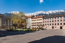 Domplatz in der Altstadt, Innsbruck, Tirol, Austria