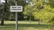 Spiel- und Liegewiese / Kurpark Igls, Innsbruck, Tirol, Austria