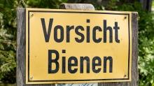 Hinweisschild: Vorsicht Bienen / Patscherkofel, Tirol, Austria