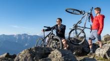 Mountainbiker am Gipfel, Patscherkofel, Tirol, Austria
