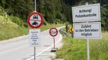 Verkehrssperre / Römerstraße bei Patsch, Ellbögen, Tirol, Austria