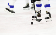 Eishockeyschuhe, Eishockeyschläger, Eishockey Puck