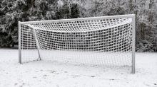 Fußballplatz im Winter