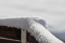 schneebedeckter Zaun