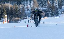 Mountainbiker auf Skipiste / Patscherkofel, Innsbruck, Tirol, Austria