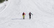 Skitourengeher auf der Skipiste