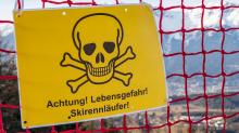Absperrung am Pistenrand für den Kinofilm: Klammer / Patscherkofel, Tirol, Austria
