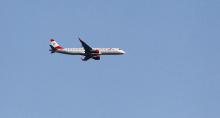 Flugzeug Austrian Airlines über Tirol, Österreich