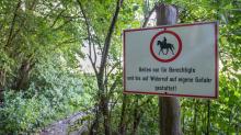 Reitverbot-Tafel / Aldrans, Tirol, Österreich